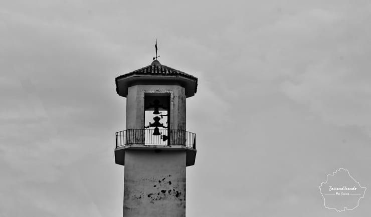 Torre de la iglesia de Paredes