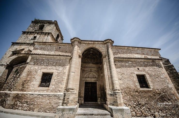 Entrada a la Iglesia de la Santa Trinidad en Alarcón