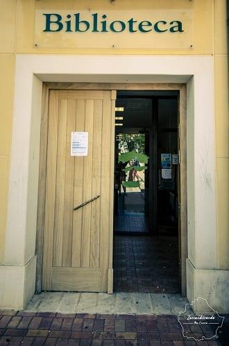 Entrada a la biblioteca de Arcas