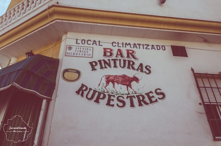 Fachada del bar Pinturas Rupestres de Villar del Humo