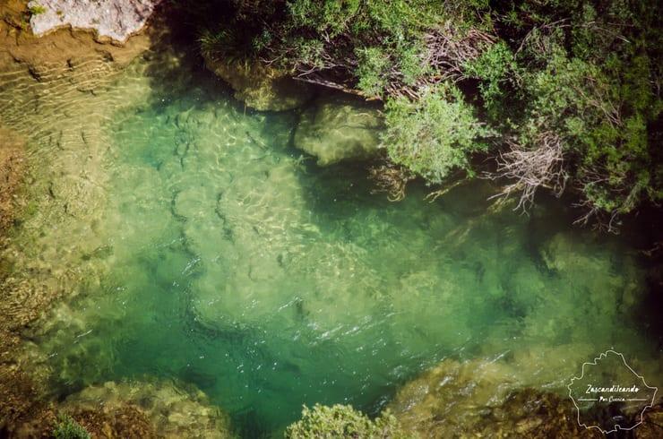Agua cristalina en el Río Júcar