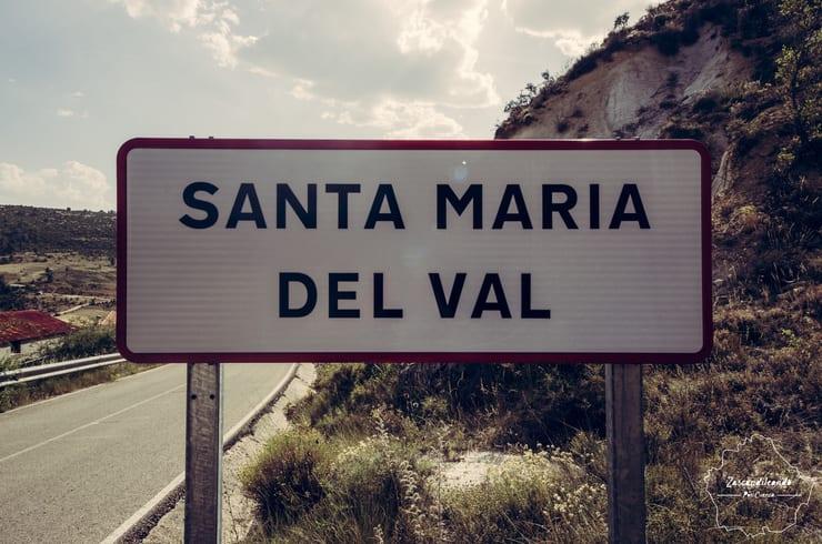 Cartel de entrada a Santa María del Val