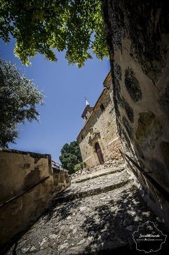 Entrada a la iglesia de San Pedro Advíncula de Castillejo