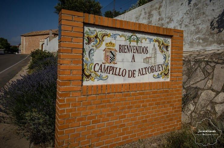 Cartel de bienvenida en Campillo del Altobuey