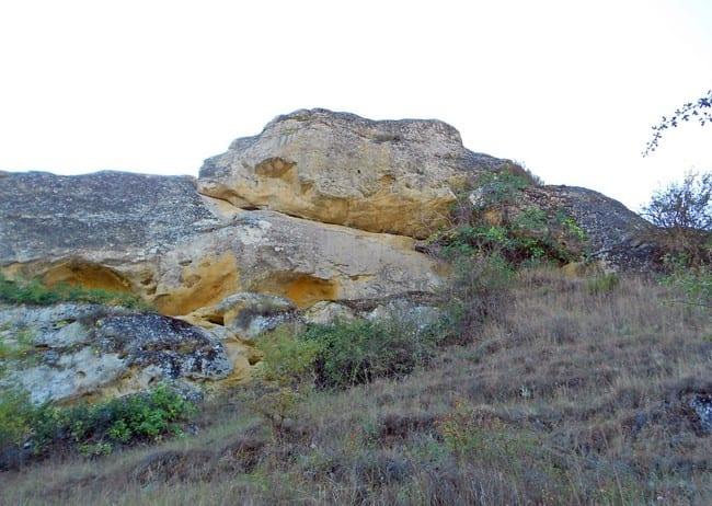 Roca con forma de cabeza de serpiente