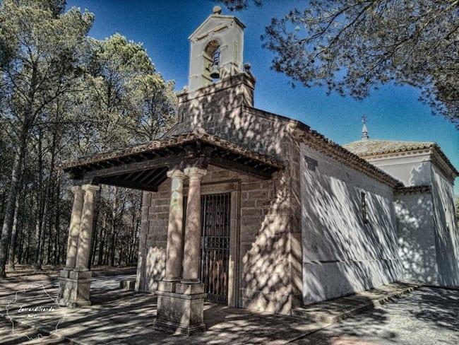 Ermita en las afueras de Tribaldos