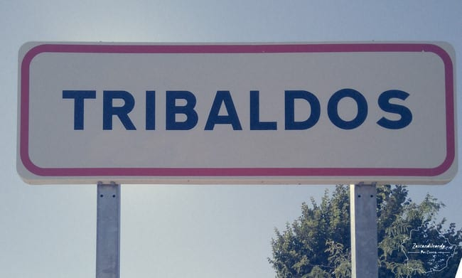Cartel indicativo de Tribaldos