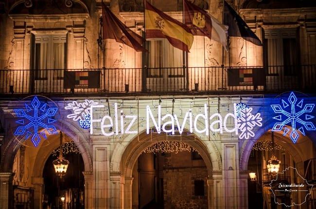 """Cartel de """"Feliz Navidad"""" en el Ayuntamiento de Cuenca"""