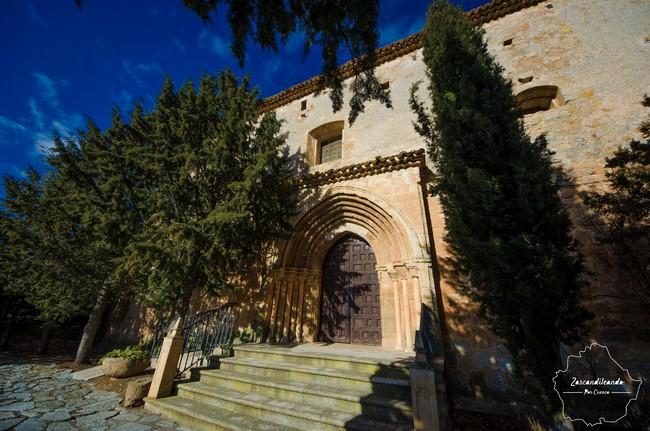 Entrada a la iglesia de San Juan Bautista