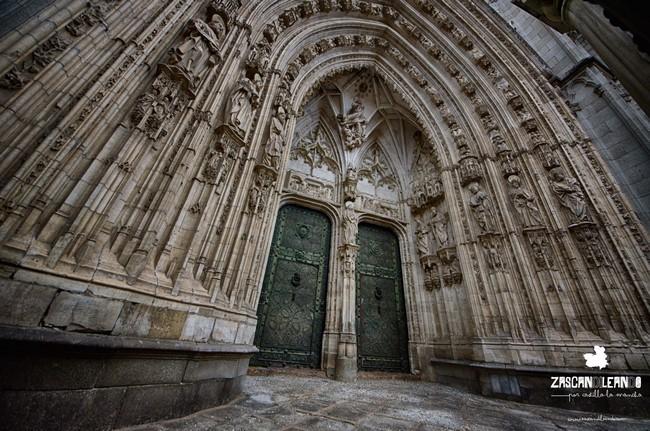 La catedral de Toledo posee cinco puertas de entrada a su interior