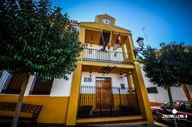 La casa consistorial de Pinarejo es un edificio muy llamativo
