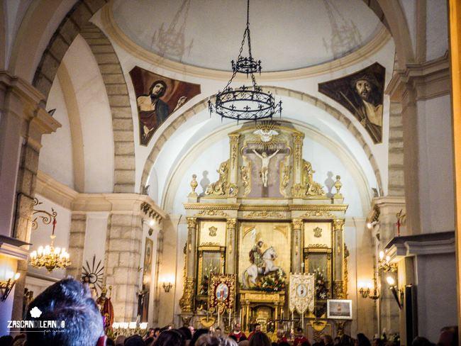 """En la iglesia de Almonacid del Marquesado las danzantas realizan sus conocidos """"dichos"""""""