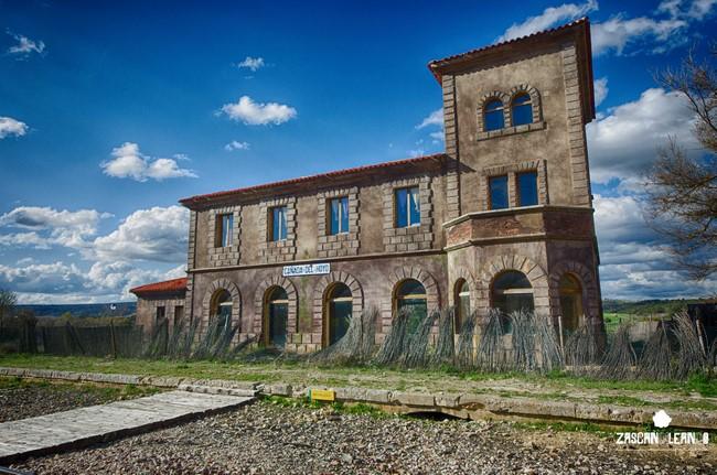 Las estaciones de tren en los pueblos de la serranía de Cuenca son espectaculares