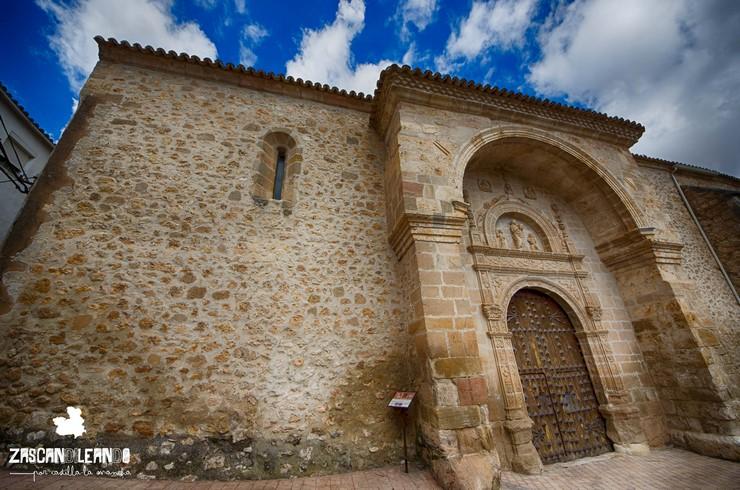 Portada iglesia de Santa Eulalia de Mérida, en Peñalver (Guadalajara)