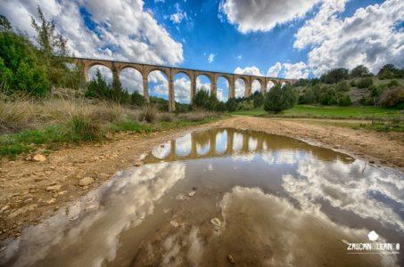 Puente sobre la vía de tren en Cañada del Hoyo