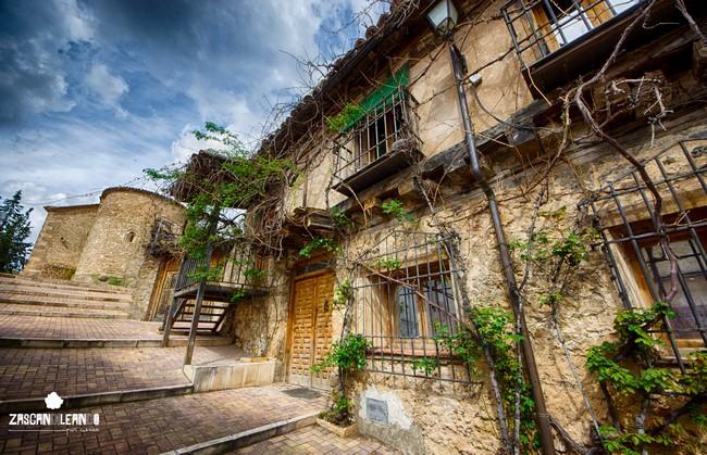 Calle Iglesia, en la localidad conquense de Fuentes