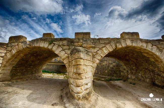 La representación más importante del patrimonio civil de Fuentes es su puente romano