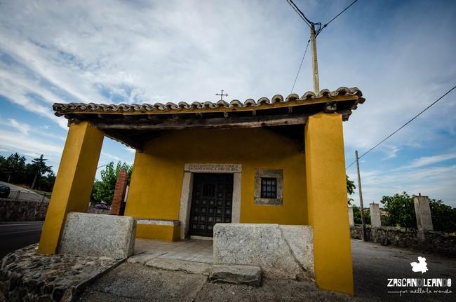La ermita de Garciotum está ubicada junto al cementerio de la localidad