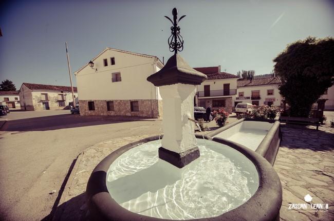 Fuente de la plaza Fuente del Pino, en Tragacete
