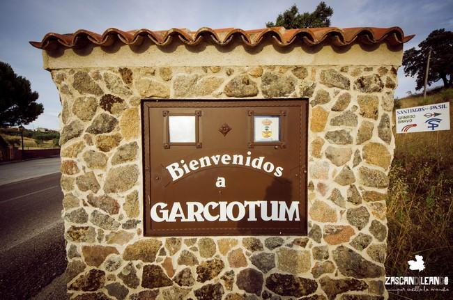 Señal de entrada a Garciotum, en la provincia de Toledo