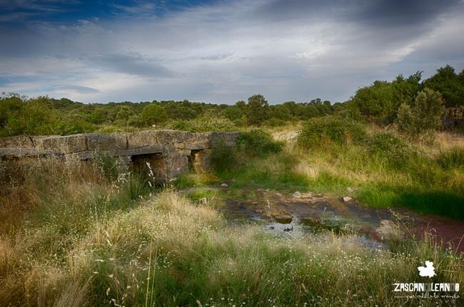 El puente de los Pilones está hecho con planchas de granito