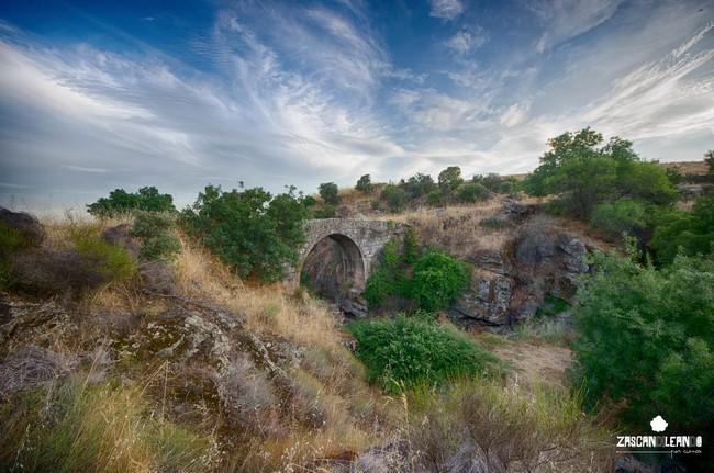 El puente Romano de Garciotum divide su término municipal con el de Castillo de Bayuela