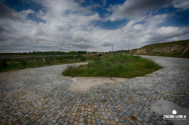 Por Belinchón circula una antigua carretera de calzada adoquinada