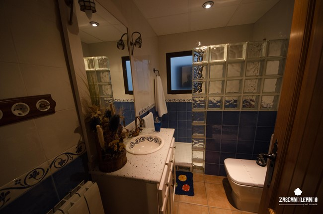 Cuarto de baño en los Apartamentos Rurales La Tinaja
