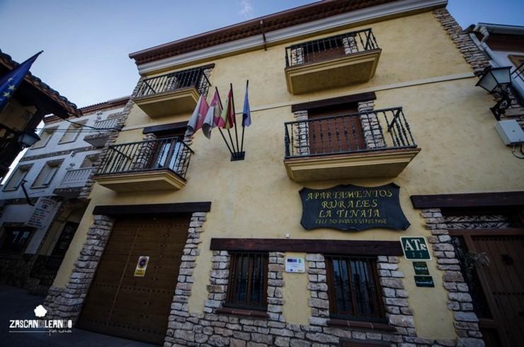 Fachada de los Apartamentos Rurales La Tinaja, en Cardenete, Cuenca