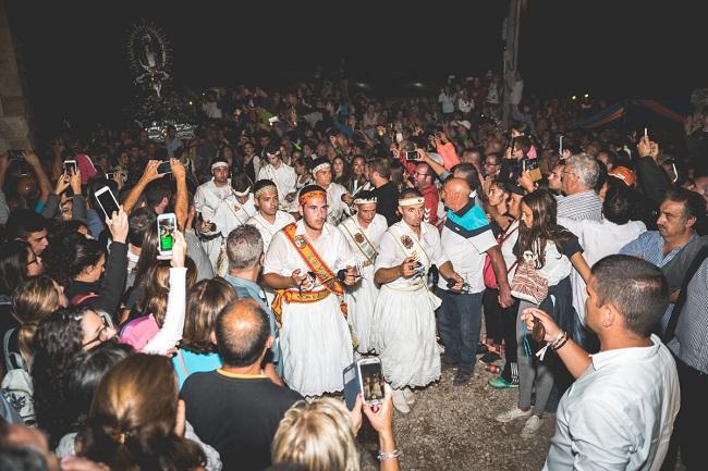 Danzantes llegando a la villa de Moya, Cuenca