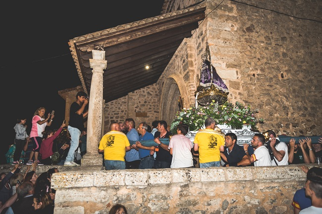 La Virgen de Tejeda entrando de noche en la iglesia de Moya