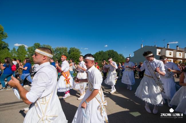 Los danzantes se cambiaron de traje en Landete