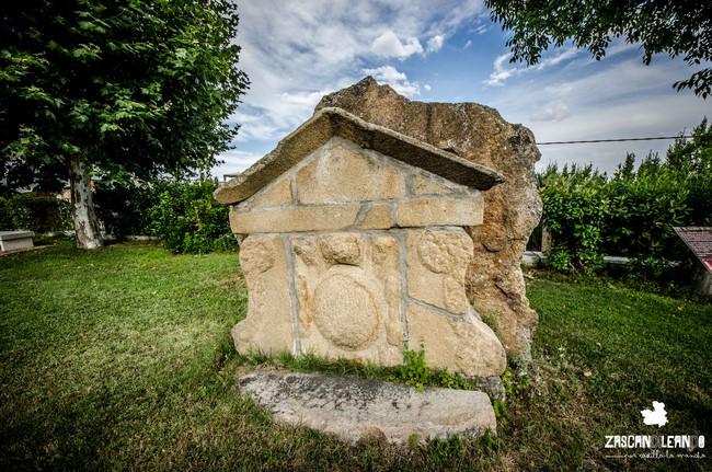 Se desconoce por qué existe este escudo en Castillo de Bayuela