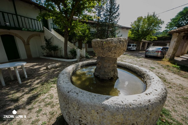 La hospedería aglutina un bello conjunto de edificios de arquitectura tradicional