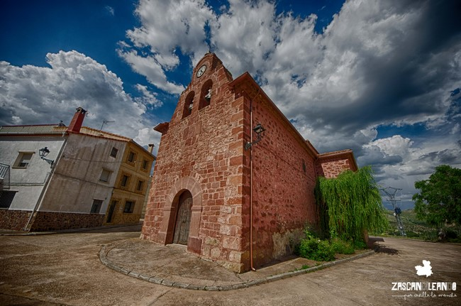 La iglesia de Chequilla posee un interesante retablo mayor barroco