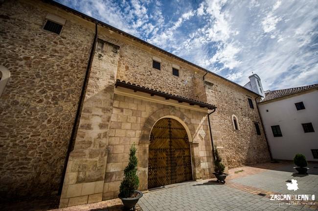 Este monasterio se levantó sobre el antiguo Hospital de Caridad