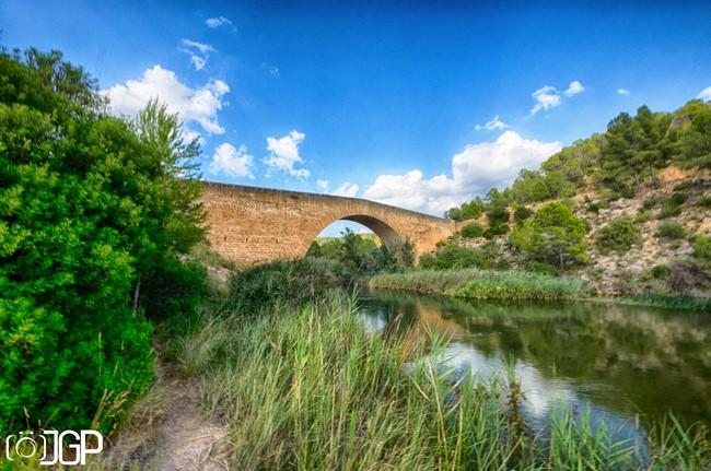 El puente de Vadocañas data del siglo XVI, es una obra civil excelente