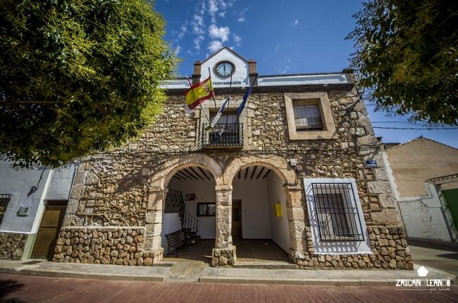 La Casa Consistorial de Atalaya del Cañavate es un bello edificio del siglo XIX