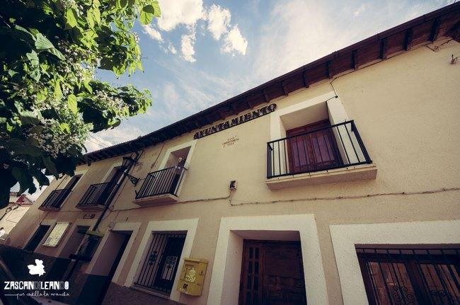 El edificio del ayuntamiento en Peralejos de las Truchas es muy corriente