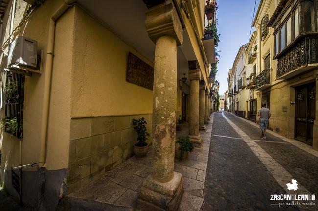 La calle Mayor de Alcaraz, provincia de Albacete, es muy hermosa