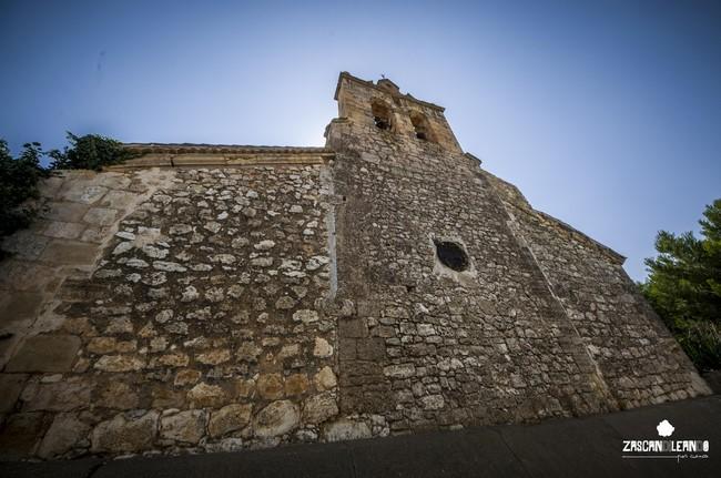 La iglesia de Atalaya del Cañavate está construida en mampostería con sillares en las esquinas