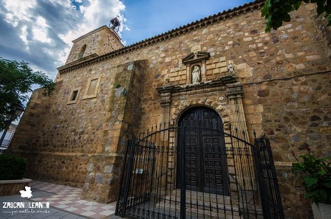 La iglesia de Fernán Caballero, es el templo más importante de la localidad