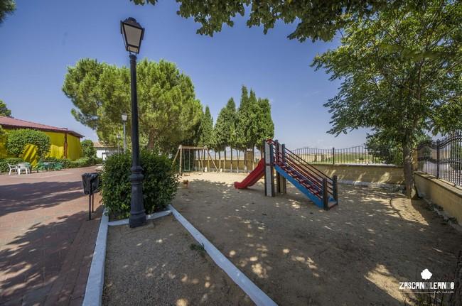 Tomar algún refresco y jugar en escasos metros, los niños lo pasan en grande en este parque