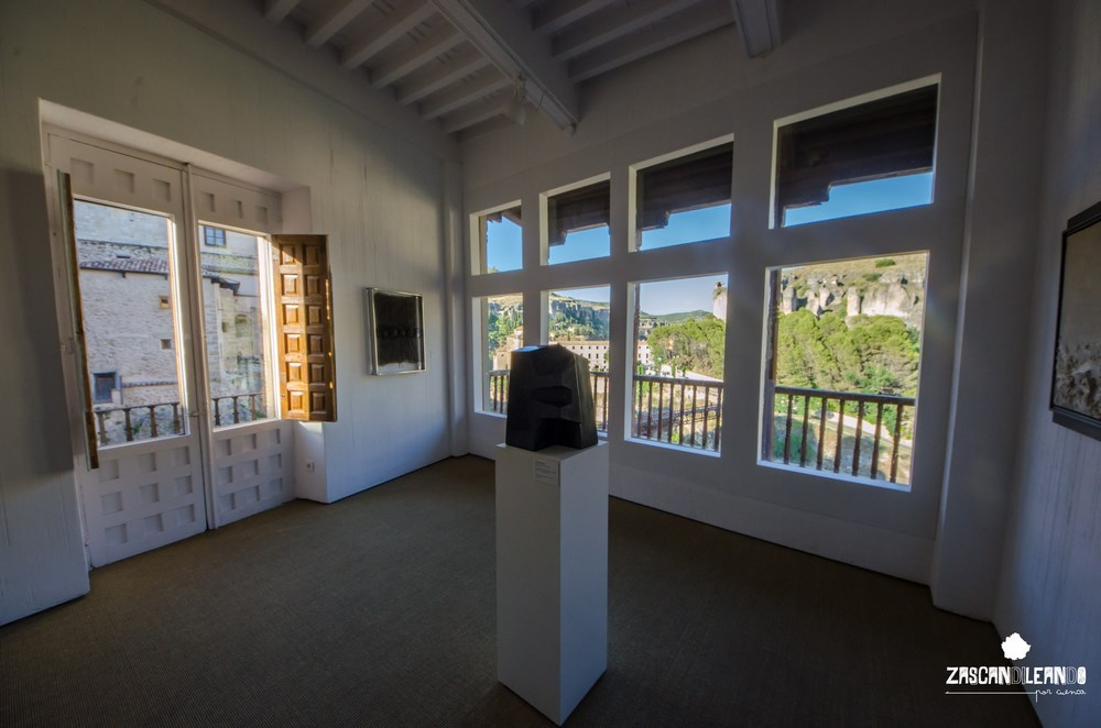 Las Casas Colgadas albergan en su interior un museo de arte abstracto magnífico