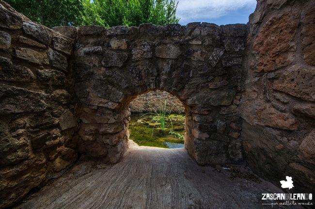 Esta fuente está construida con sillares y data del siglo XIX