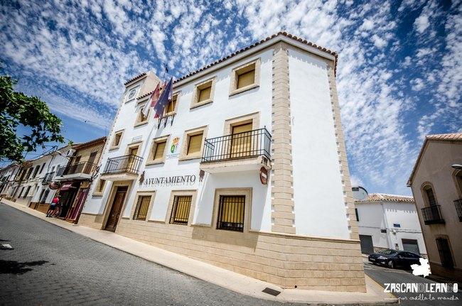 El ayuntamiento de Ossa de Montiel se ubica en un sencillo edificio