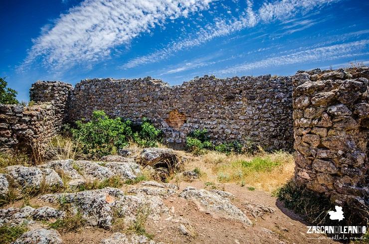 Lienzo de muralla en el castillo de Rochafrida