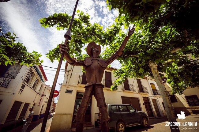 Estatua de Don Quijote, en algún rincón de Ossa de Montiel