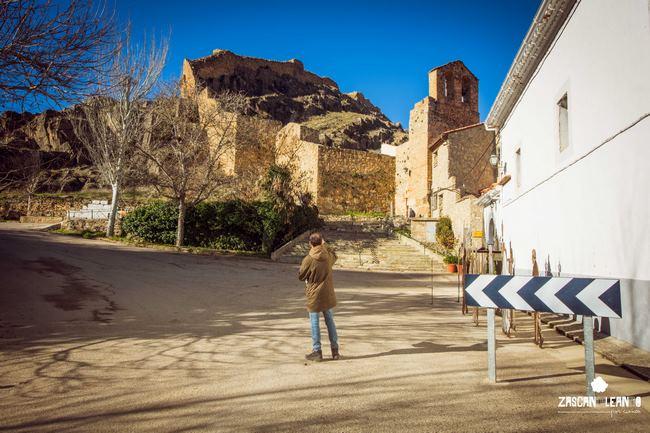Ermita de la Zarza y murallas de Cañete