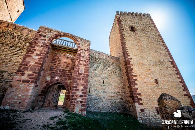 Esta puerta da acceso al patio de armas del castillo
